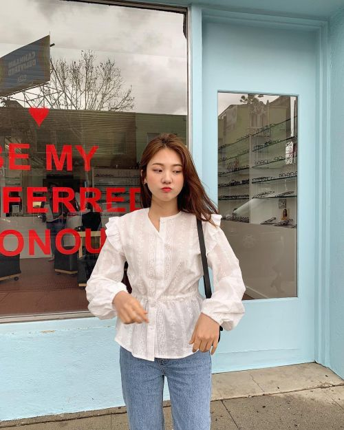 6 kiểu áo blouse xinh xắn mặc đẹp cả hè này
