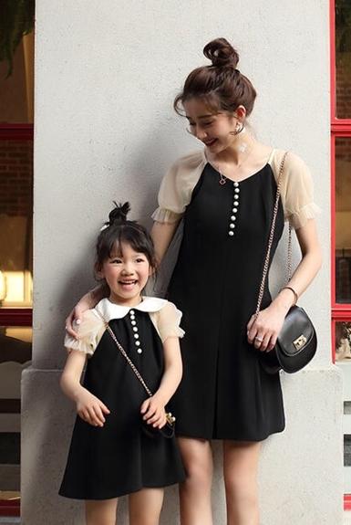 Cách chọn đầm dạo phố cho mẹ và bé