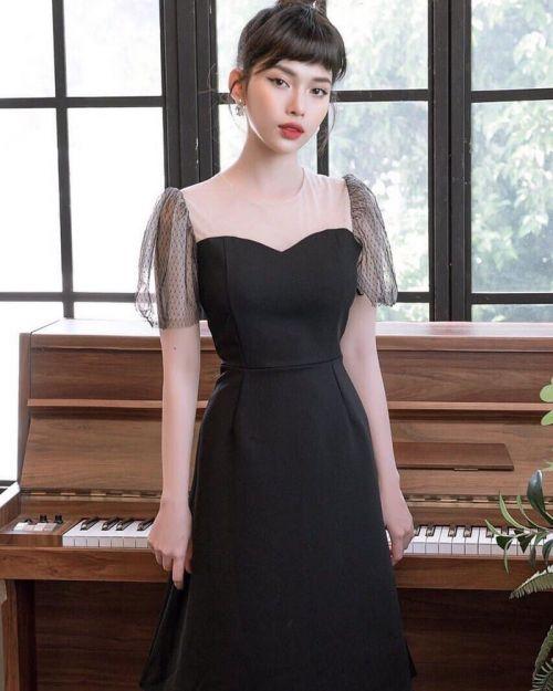 Tủ đồ của con gái thiếu gì thiếu chứ nhất định phải có một chiếc váy đen